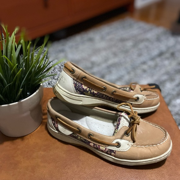Sperry boat shoes size 5.5